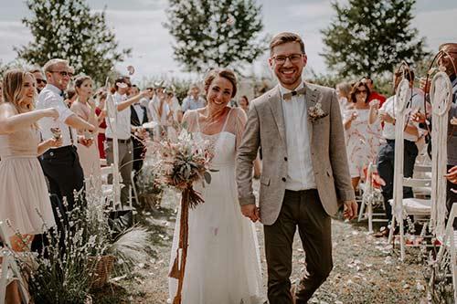 Isabell und Julian bei ihrer Vintage Hochzeit