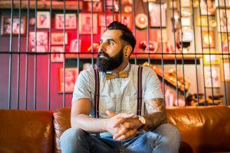 """Männerbart im Trend: Giuseppe Columpsi von """"Männer brauchen Bärte"""" zeigt uns seinen einzigartigen Männerbart-Style mit unserer Holzfliege"""