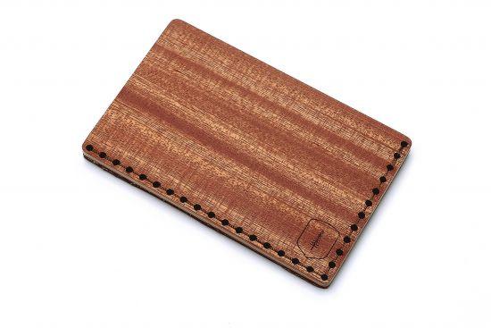 Der BeWooden Kartenhalter aus Holz Red Note