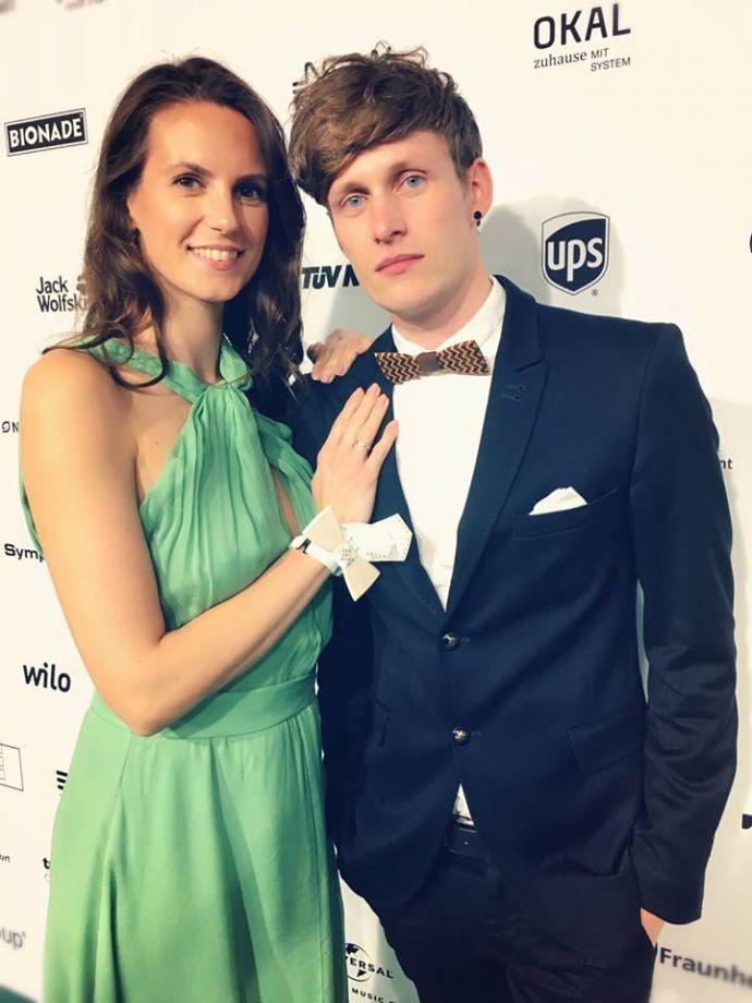 Katrin & Lars mit unserer Fliege auf dem GreenTec Award.
