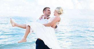 Eine Hochzeit am Strand eines exotischen Paradieses