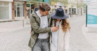 BeWooden - Inspiration für dein Frühlingsoutfit – ein Spaziergang durch die Straßen