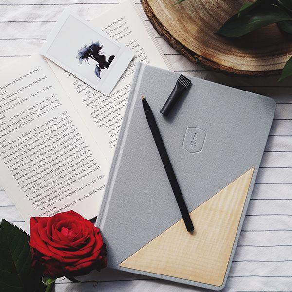 Das graue Notizbuch Lux Notebook mit Holzdetail