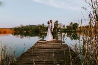 Grüne Hochzeit im rustikalen Flair