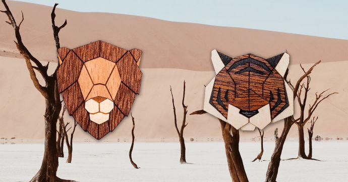 Die Tiger und Löwen Holzbrosche in der Landschaft Afrikas