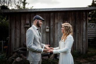 Hochzeit zwischen Beeren und Blumen