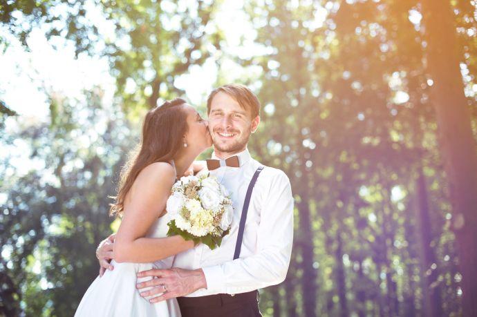 Holzfliege zur Hochzeit